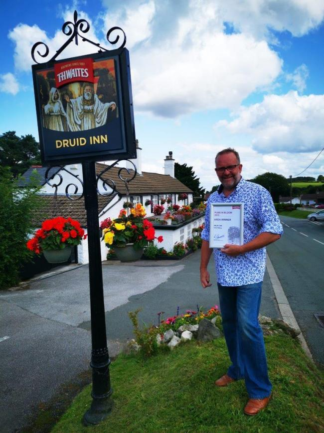 Cliff Elson of The Druid Inn, Gorsedd and his award