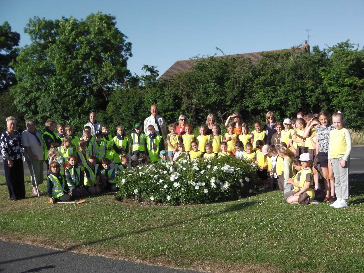 The Rhuddlan Environment Group volunteers and children