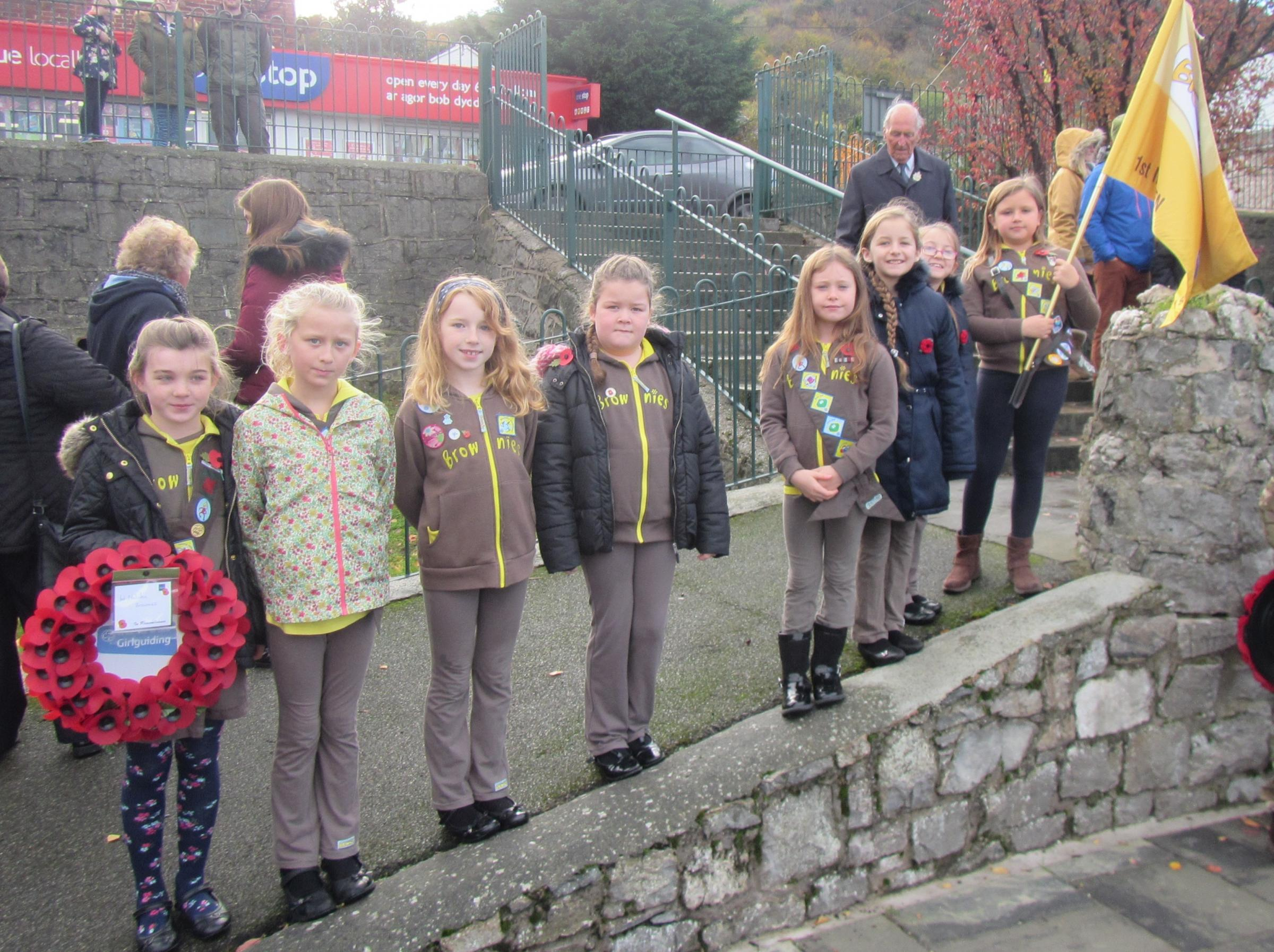 1st Meliden Brownies represent Young Dragons/Dreigiau Ifanc at Meliden's Remembrance service